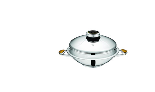 Zepter WOK has been studied with a flat bottom that fits perfectly both to gas-rings and hot-plates and gives best performances in energy savings.